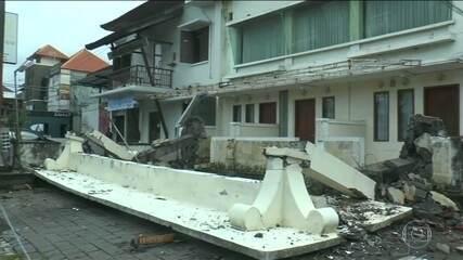 Mais de 90 pessoas morrem no segundo terremoto em uma semana em ilha da Indonésia