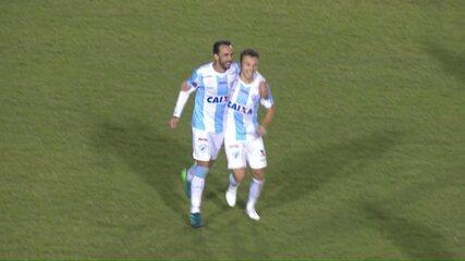 Gol do Londrina: em contra-ataque, Dagoberto chuta de fora e manda no canto, aos 7 do 2º