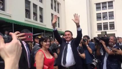 Jair Bolsonaro em cerimônia de entrega de espadins na Academia Militar das Agulhas Negras