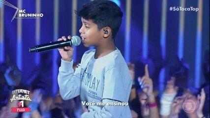 """MC Bruninho canta """"Você me conquistou"""""""