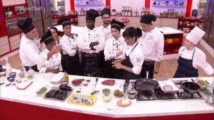 Chef Manu Buffara faz workshop com os participantes do 'Super Chef'