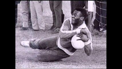 Pelé participou de três partidas como goleiro pelo Santos e não foi vazado
