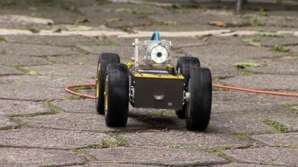 Robô é usado para identificar ligações clandestinas na rede de esgoto, no ES