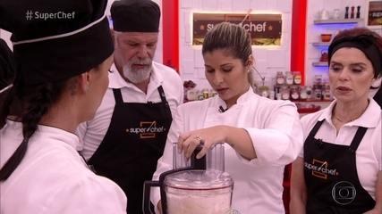 Lisiane Arouca prepara Tuille e Farofa de Queijo