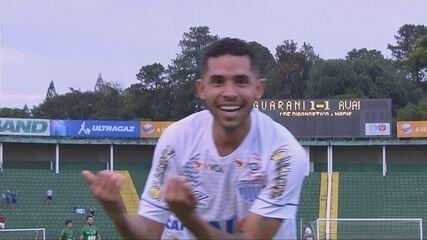 Gol do Avaí! Renato recebe de Rodrigão e marca, aos 18 do 2º tempo