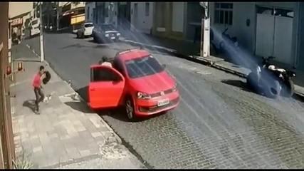 Bandidos assaltam lotérica ao lado de delegacia e derrubam dinheiro na calçada em Itambé