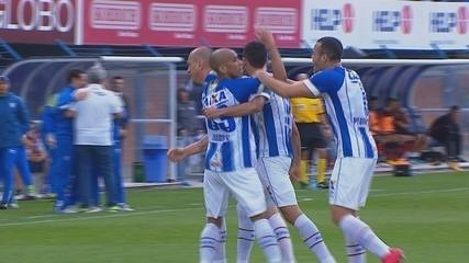 GOL DO AVAÍ! Renato aproveita sobra e finaliza para o fundo do gol aos 45 min do 1ºT