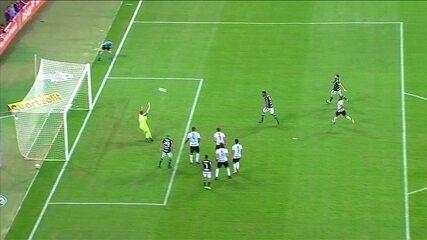 Dudu deixa Borja na cara do gol, mas atacante consegue errar, aos 43' do 1ºT