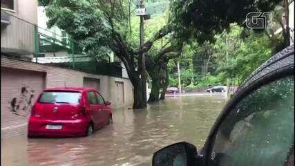 Ruas da Lagoa e Jardim Botânico ficam alagadas após chuva