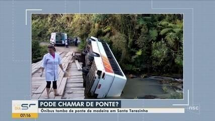 Ônibus tomba de ponte de madeira e deixa feridos no Vale do Itajaí