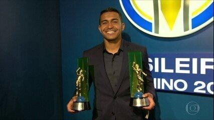 Dudu é eleito Craque do Campeonato Brasileiro. Confirma os outros destaques da competição.