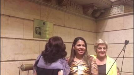 Vereadoras descerram placa em homenagem a Marielle Franco