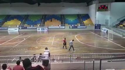 Jogo da Liga Norte de Futsal é interrompido por goteiras no Ginásio Cláudio Coutinho