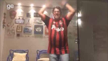 Torcedor do Atlético-PR comemora muito primeiro título internacional do clube