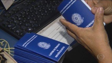 Bolsonaro sugere mudança gradativa na idade mínima para aposentadoria