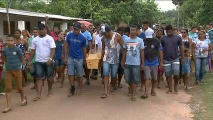 Revolta e tristeza marca sepultamento de jovens mortos em triplo assassinato em São Luís