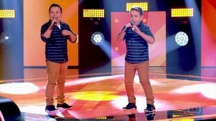 Lucas e Vinícius cantam 'Rapariga Não' no 'The Voice Kids'