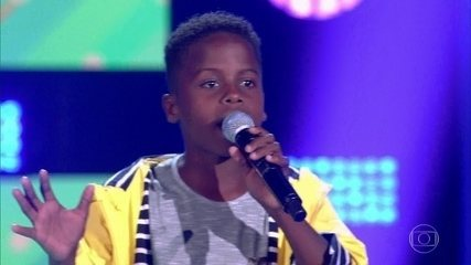 Jeremias Reis canta 'Sementes do Amanhã' no palco do The Voice Kids