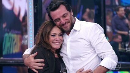 Susana Vieira recebe selinhos de convidados e da plateia do 'Domingão'