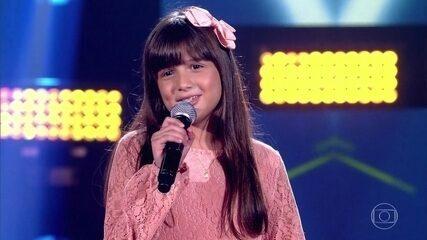 "Ana Clara Rodrigues canta ""Tropicana"""