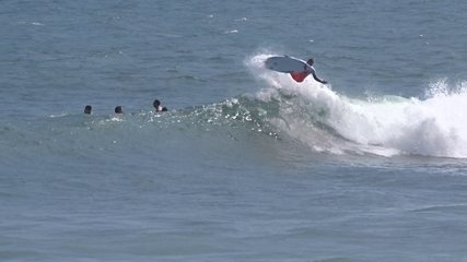 Luel Felipe, destaque do surfe pernambucano, esbanja talento nas ondas