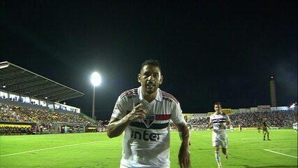 Gol do São Paulo! Diego Souza aproveita falha da zaga e amplia, aos 8' do 1º tempo