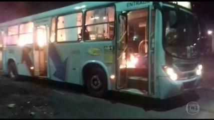 Criminosos incendeiam veículos de centro social em Fortaleza, CE