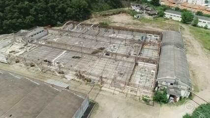 Moradores reclamam de abandono de antiga fábrica em Jundiaí