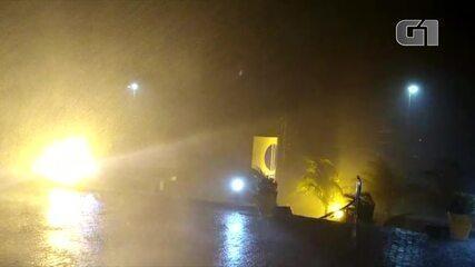Chuva forte atinge Cabo Frio, RJ, na noite desta sexta