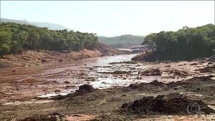 Pousada a dois quilômetros da barragem desaparece sob a lama