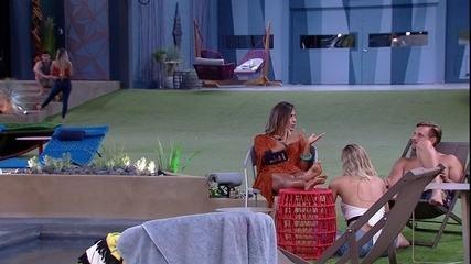 Carolina conta a Diego e Isabella que quer conversar com Paula