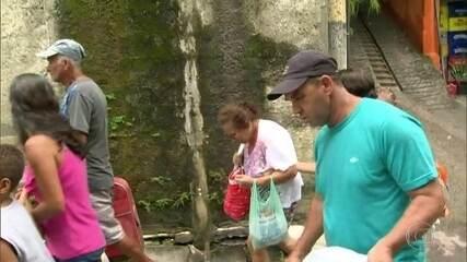 Alguns moradores de Barra de Guaratiba estão com casas interditas com alerta da chuva