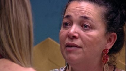 Tereza chora e se abre com Paula: 'Me sinto muito excluída'