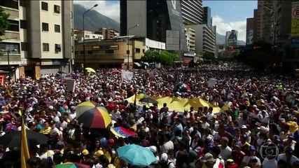 Na Venezuela, milhares saem às ruas de Caracas em apoio a Guaidó