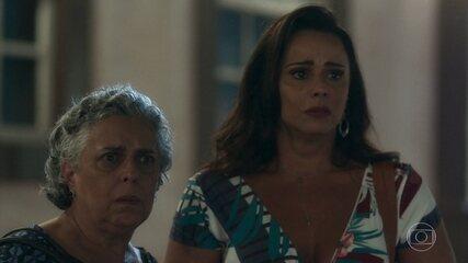 Neide vê Murilo e afirma a Firmina que o conhece