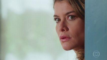 Isabel ouve quando Grace e Margot falam sobre o portal da casa de Julia