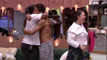 Rodrigo abraça Darnley: 'Orgulho de você'