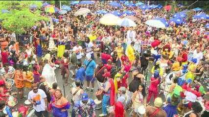 A 15 dias do carnaval, blocos invadem as ruas do Rio