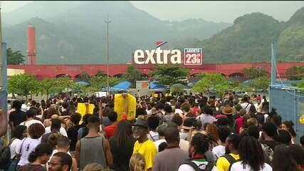 Manifestantes fazem atos em repúdio à morte de jovem no mercado Extra