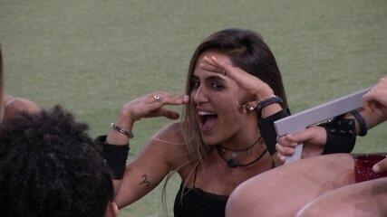 Carolina analisa olhar de Gabriela: 'É um coisa que envolve'