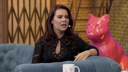 Fernanda Souza explica que a mãe a ensinou a lidar com a fama