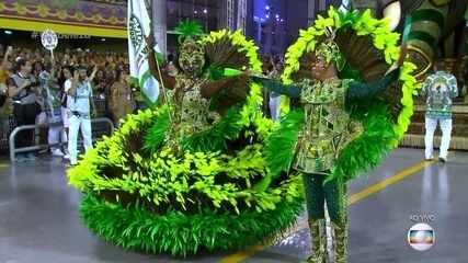 Mestre-Sala e Porta-Bandeira da Mancha Verde representam o brilho e as riquezas