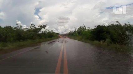 Rio Madeira atinge BR-319 na cabeceira da ponte em Porto Velho