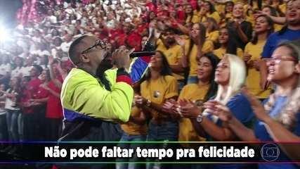 Mumuzinho canta 'Eu Mereço Ser Feliz'