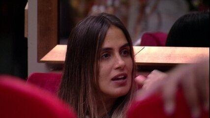Carolina especula se haverá festa e Rízia brinca ao cantar: 'É isso aí'