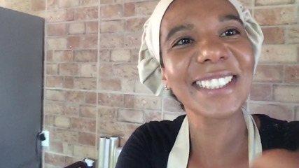 Daniela construiu sua casa com o dinheiro que ganhou vendendo balas de coco