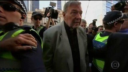 Cardeal George Pell é condenado a 6 anos de prisão por pedofilia