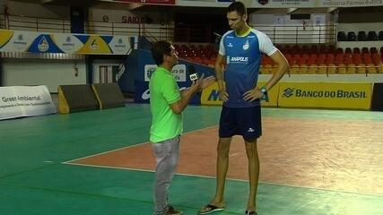 Campeão olímpico Dante aposta em gigante de 2,17m para buscar vaga na elite do vôlei