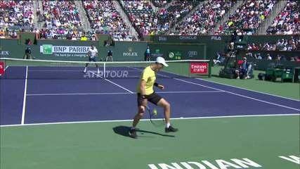 Após bela disputa, Federer marca bonito ponto contra Hurkacz