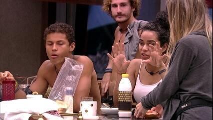 Elana compara bumbum de Alberto ao de Paula e elogia: 'É a coisa mais linda'